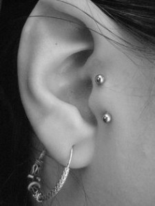 Vertical Tragus Surface Piercing